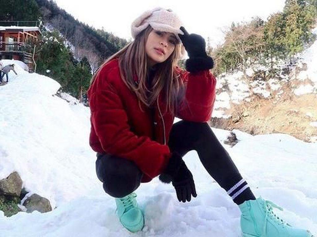 Ikuti Kendall Jenner, Model Seksi Echa Frauen Berbikini di Salju