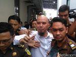 Tak Lagi Berkaus Tahanan Politik, Dhani Jalani Sidang di PN Surabaya