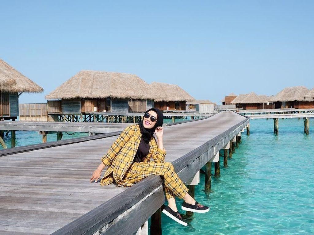 Foto: Gaya Traveling Ala Ratna Galih, Inspirasi Buat Para Hijabers