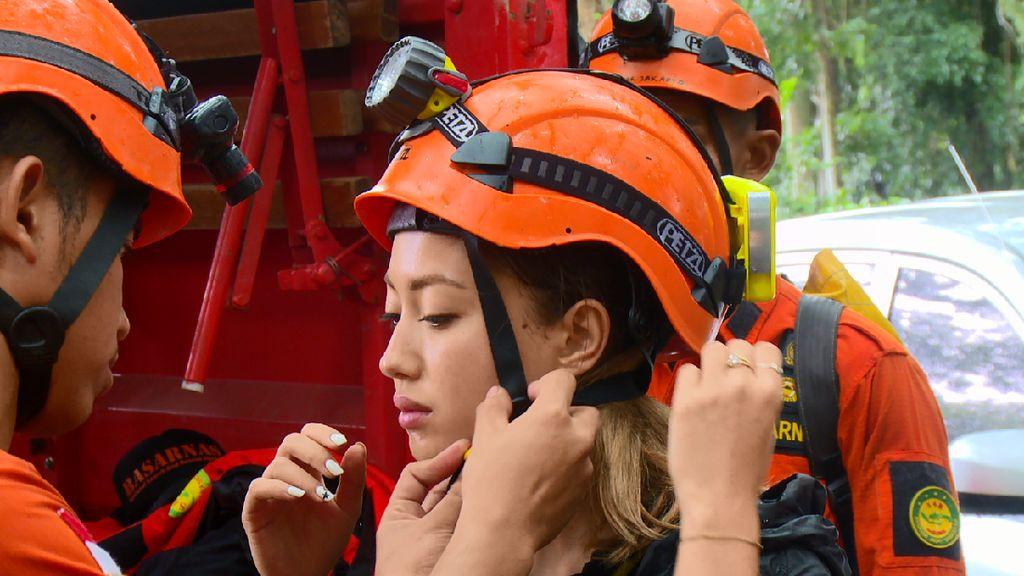 Foto: Si Cantik Inka Fitria Tantang Bahaya di Bogor