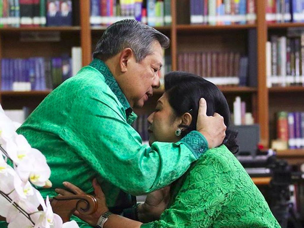 Setianya SBY Dampingi Ani Yudhoyono Jalani Pengobatan Kanker