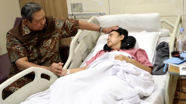 Jenguk Ani Yudhoyono, TGB Ajak Bacakan Al Fatihah