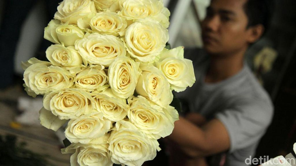 Wanginya Bisnis Bunga Mawar Jelang Valentine