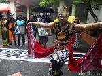 Gatotkaca dan Naruto Datangi Posko TKN Jokowi