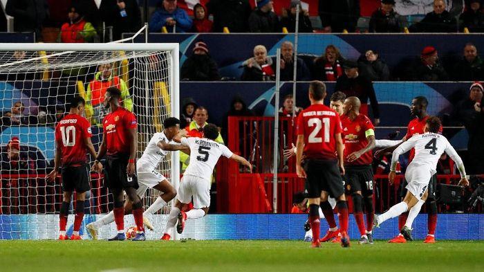 Kalah dari PSG menunjukkan kalau Manchester United memang bermasalah di lini belakang, seperti sudah dikeluhkan Jose Mourinho (Phil Noble/Reuters)