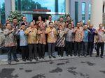 Klarifikasi Foto Dua Jari Hakim Senior: Itu Pose L alias Lampung