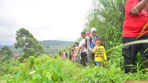 Kegiatan Hiking di Hiking Bocah