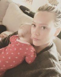 Haruskah Ibu Merasa Bersalah Saat Sakit Seperti Hilary Duff