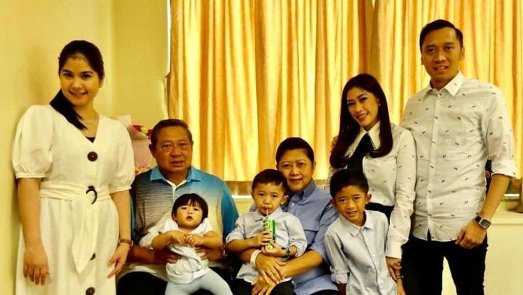 Dukungan Anak dan Cucu Temani Ani Yudhoyono Berobat di Singapura