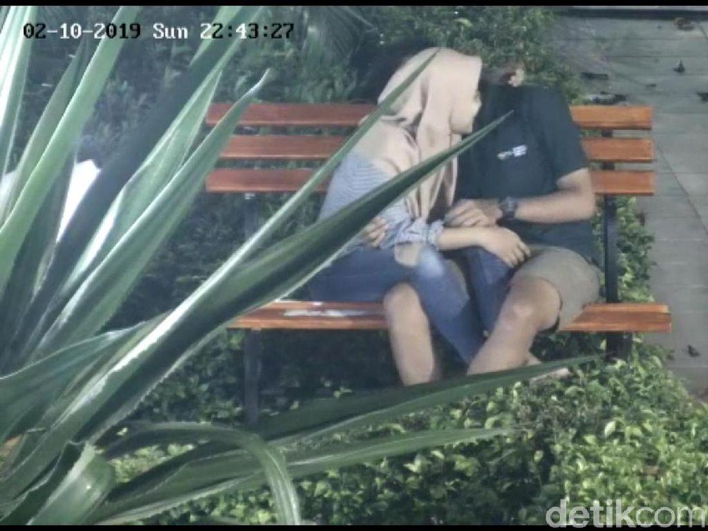 Video Sejoli di Bojonegoro yang Tertangkap CCTV Bermesraan
