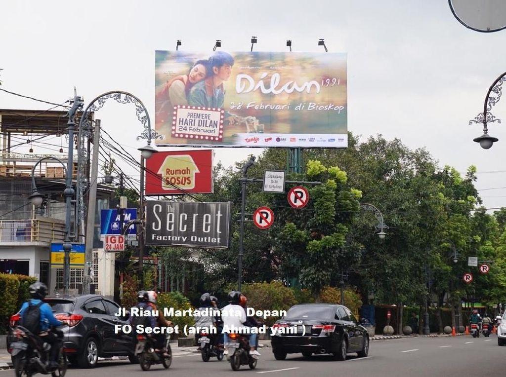 30 Baliho Dilan Penuhi Kota Bandung
