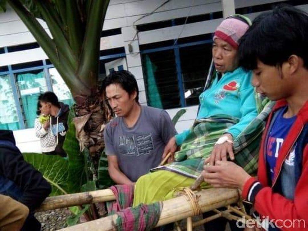 Miris! Bertahun-tahun Pasien di Rampi Harus Ditandu Puluhan Kilometer