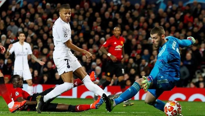 Manchester United menelan kekalahan pahit saat menjamu Paris Saint Germain. Di kandangnya sendiri, MU tumbang 0-2 pada leg pertama 16 besar Liga Champions.