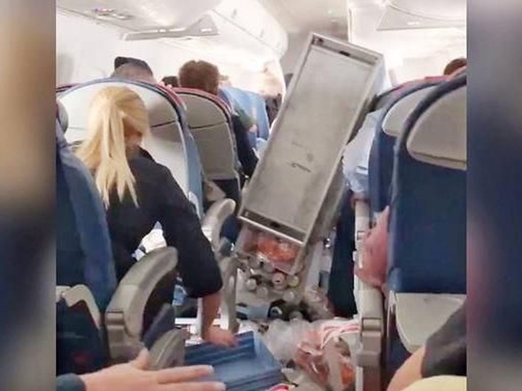 Delta Airlines Menukik 2 Kali karena Turbulensi Parah, 5 Orang Luka