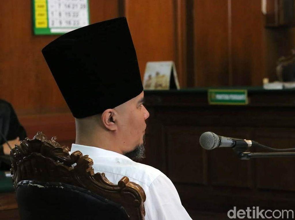 Kini Dhani Berpeci Sufi di Sidang Ketiga Kasus Idiot