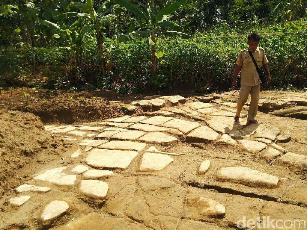 Foto: Mengungkap Misteri Batu Puzzle Ciamis