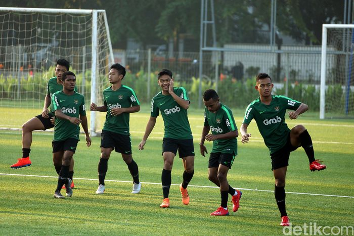 Timnas Indonesia U-22 berlatih di Lapangan ABC Senayan, Jakarta, Kamis (14/2/2019).
