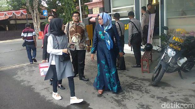 ASR dan ibu menanyakan perkembangan kasus Saddil Ramdani di Polres Lamongan.