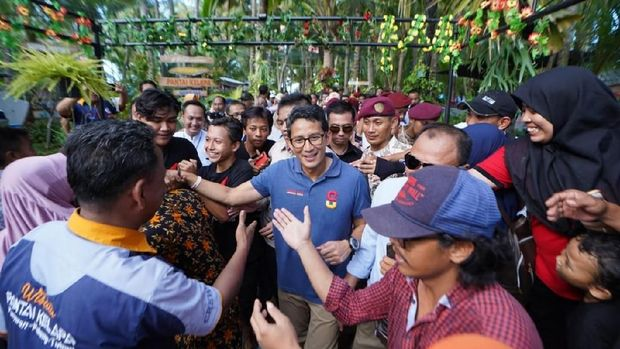 Sandiaga Janji Buat Industri Padat Karya Cangkang Rajungan ke Nelayan Tuban