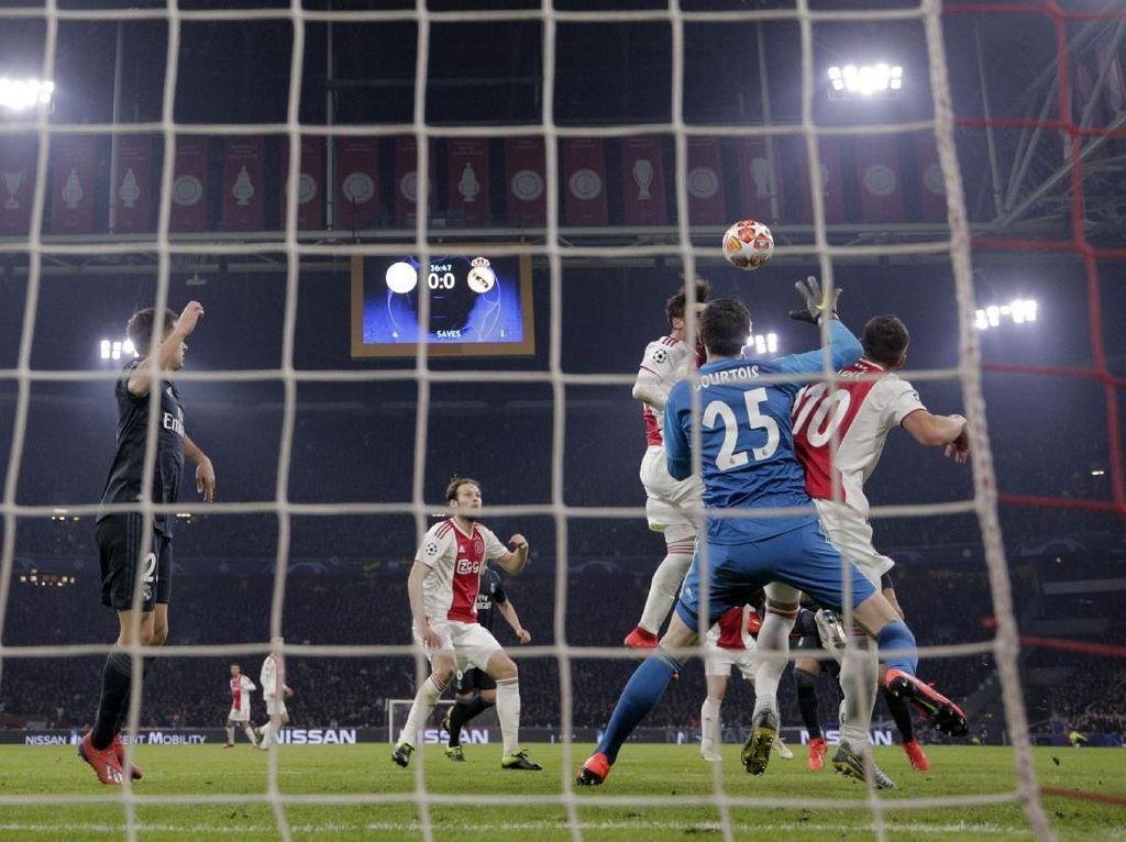 Alasan Wasit dan VAR Batalkan Gol Ajax ke Gawang Madrid