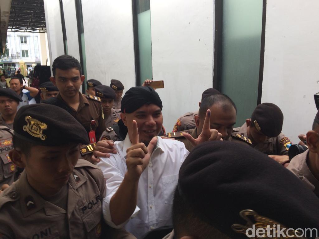Tiba di Pengadilan, Dhani Nilai Pengamanan Sidang Terlalu Berlebihan