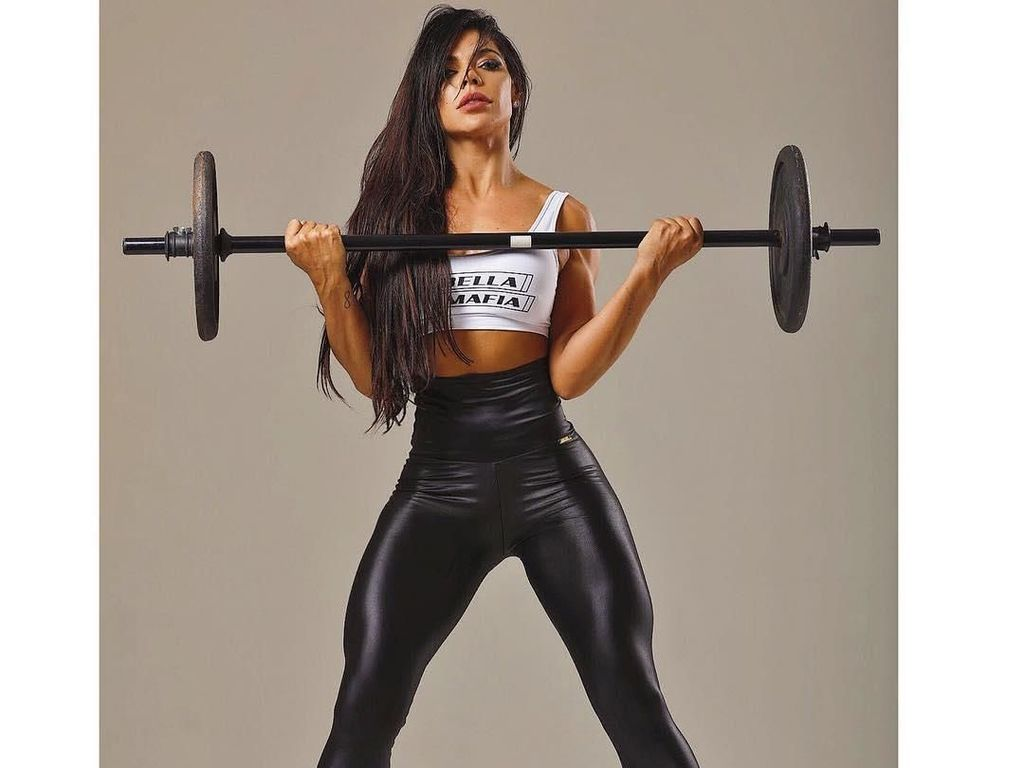 Buktikan Kekuatan, Wanita Ini Angkat Beban Pakai Bokongnya
