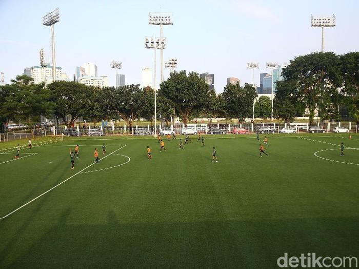 Sesi Latihan Terakhir Timnas U-22  Tim nasional U-22 Indonesia menggelar sesi latihan terakhir di Lapangan ABC, Kompleks Gelora Bung Karno, Jakarta, Kamis (14/2/2019). Sesi latihan yang diikuti 23 pemain ini merupakan sesi latihan terakhir jelang TImnas U-22 mengikuti ajang Piala AFF U-22 2019 di Kamboja, yang berlangsung pada 17-26 Februari. Grandyos Zafna/detikcom
