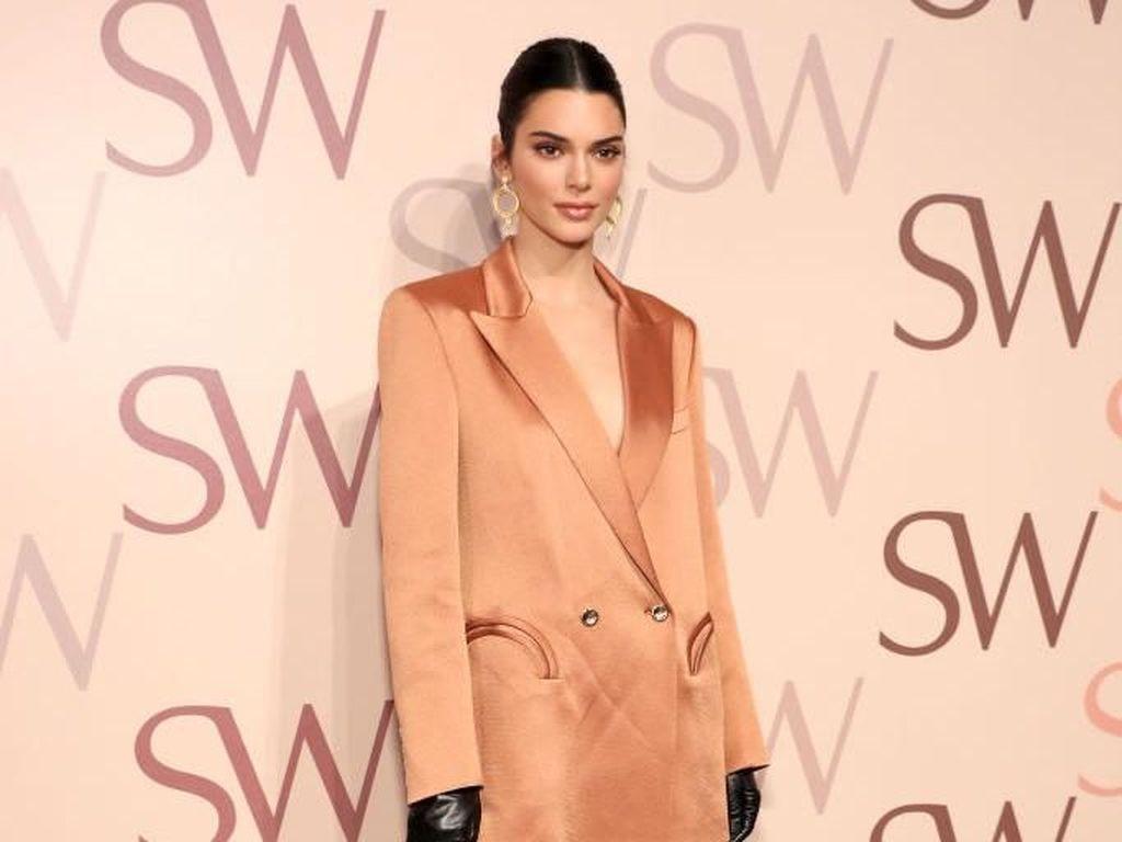 Foto: Kendall Jenner Seksi Tanpa Celana di New York Fashion Week
