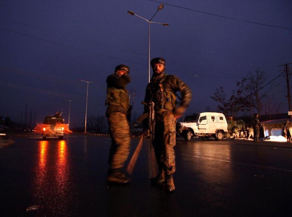Ratusan Orang Ditahan di Kashmir India Usai Guru Ditembak Mati