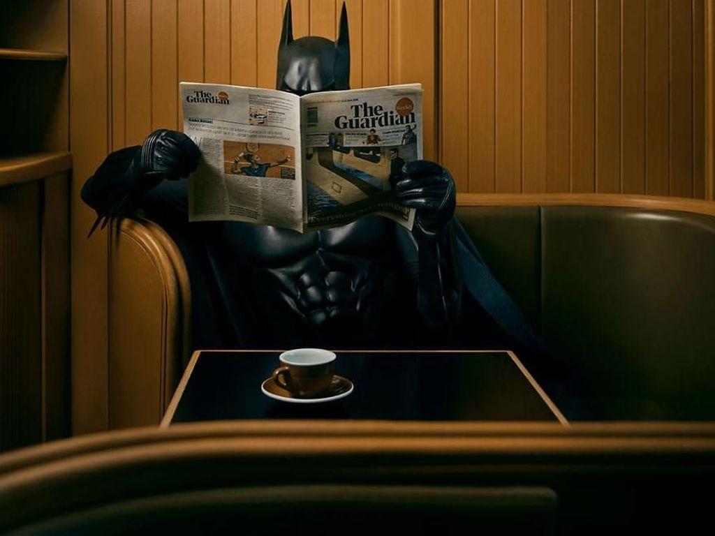 Melihat Aksi Batman Saat Nganggur
