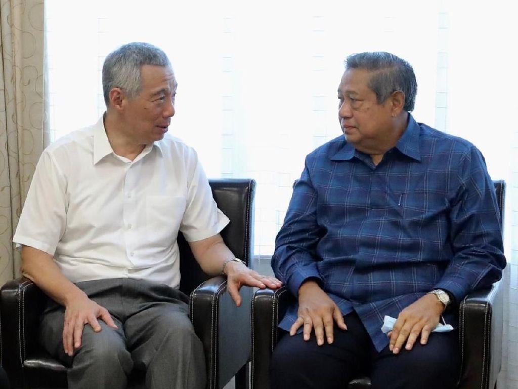 Momen PM Singapura Ngobrol dengan SBY Saat Jenguk Bu Ani