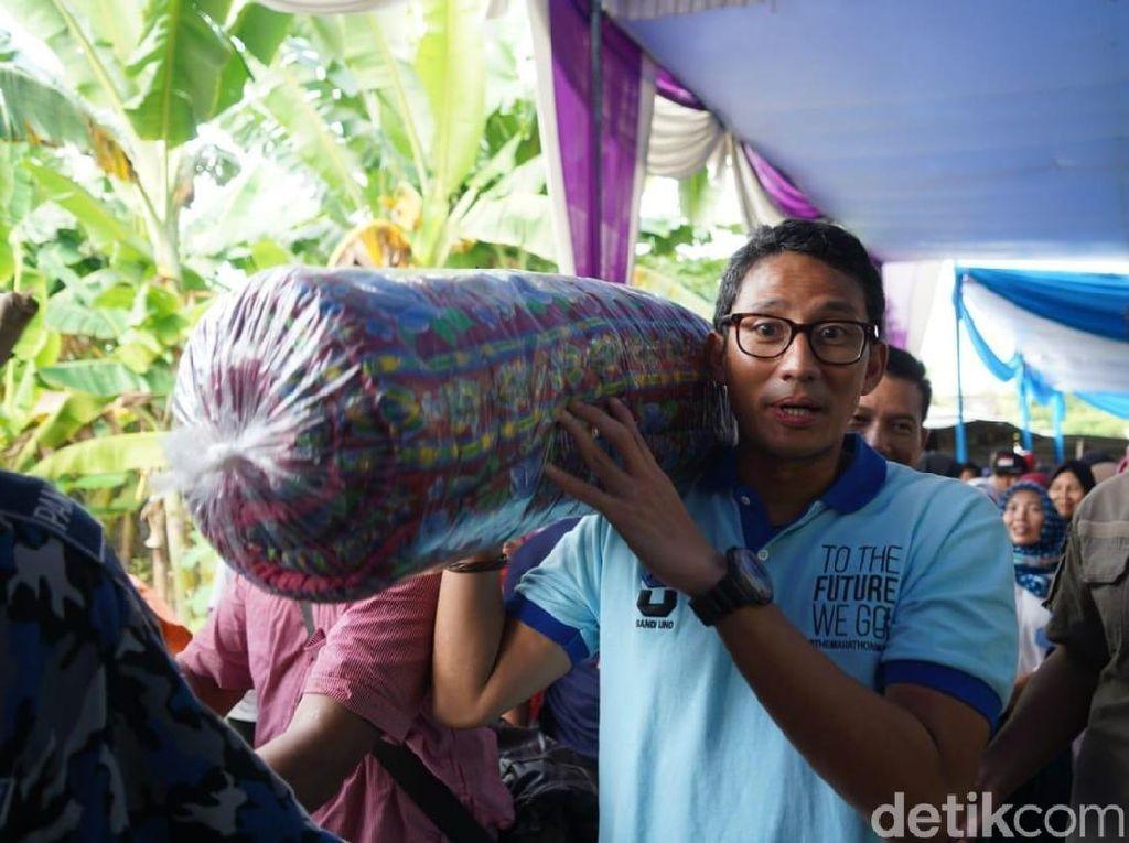 Setelah Dicurhati Pengrajin, Sandi Beli Kasur Lantai di Bojonegoro