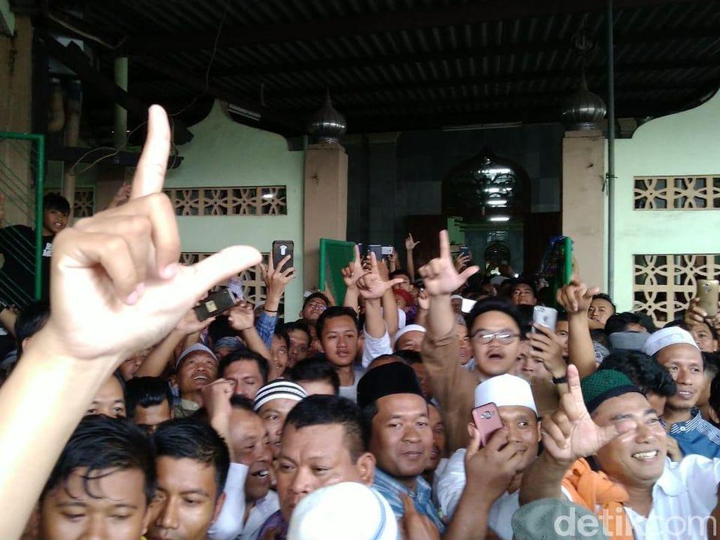 BPN: Jokowi Minta Mundurkan Saf Salat Agar Bisa Difoto