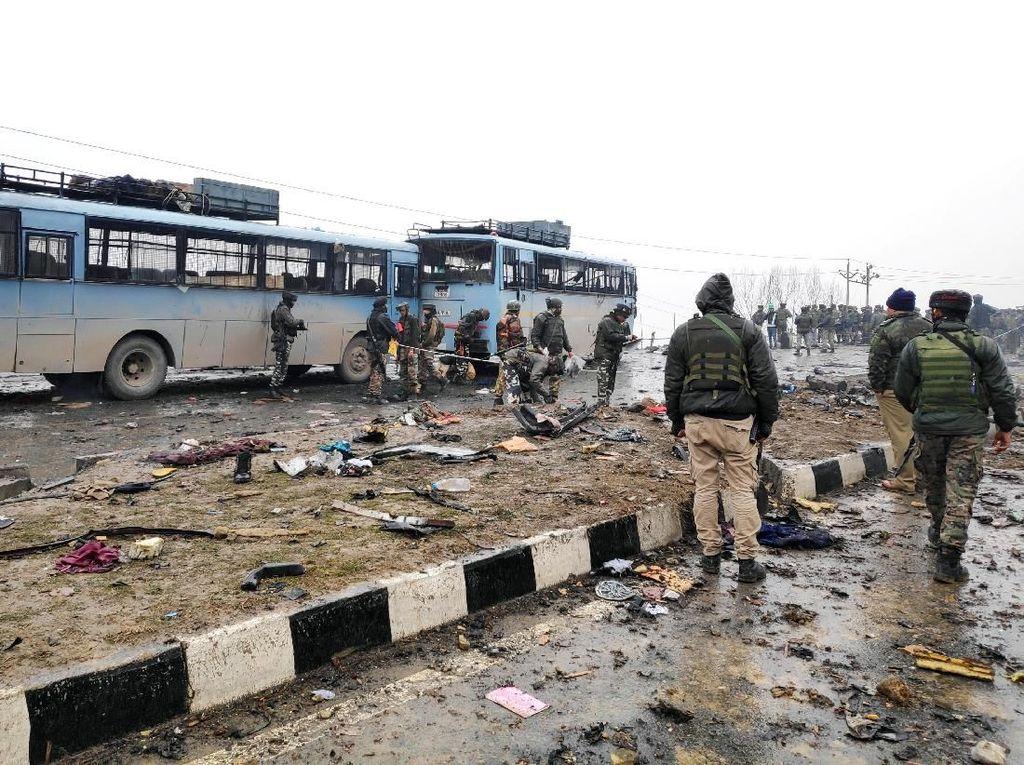 40 Polisi Tewas Akibat Bom di Kashmir