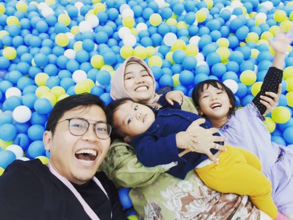 10 Potret Keseruan dan Kedekatan Achmad Zaky Bersama Keluarga