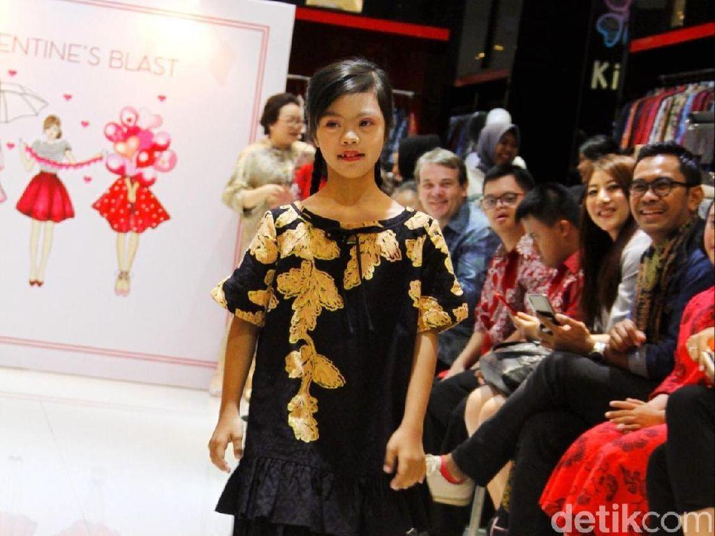 Hari Valentine, Anak-anak Down Syndrome Jadi Model di Fashion Show Alleira