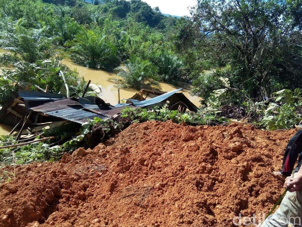 Banjir dan Longsor Landa Mamuju Sulbar, 2 Rumah Warga Hancur