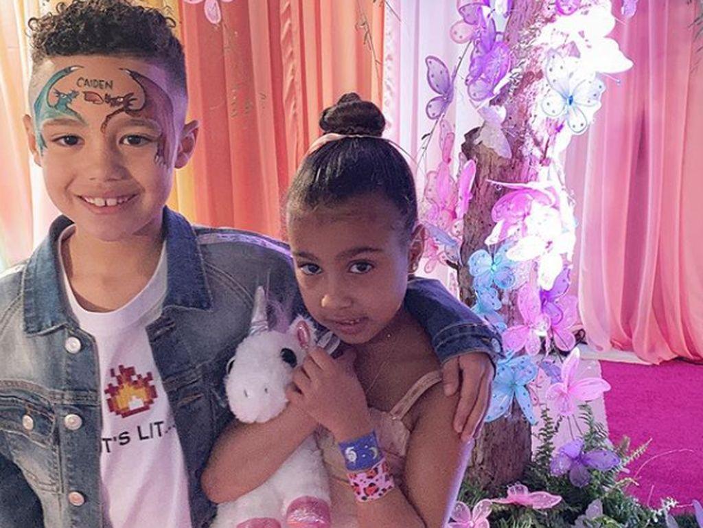Anak Kim Kardashian Dapat Kalung Puluhan Juta dari Kekasihnya