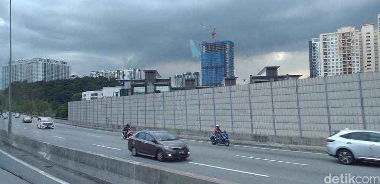 Motor Masuk Tol di Malaysia. Foto: Triono Wahyu S