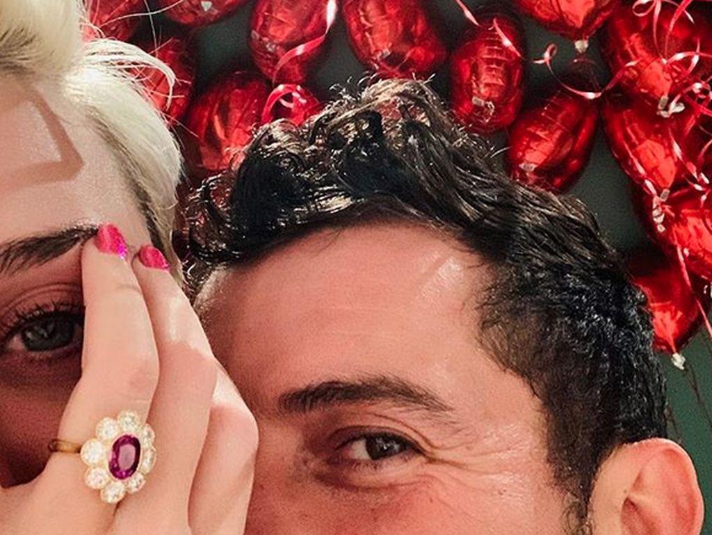 Cerita Manis Katy Perry Dilamar Orlando Bloom di Helikopter