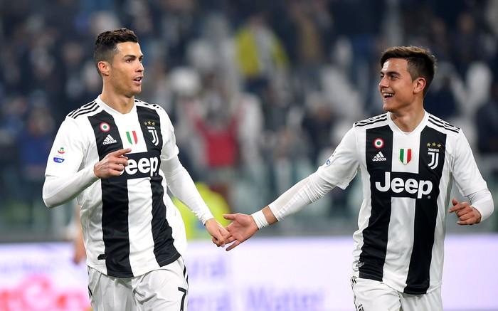 Soccer Football - Serie A - Juventus v Frosinone - Allianz Stadium, Turin, Italy - February 15, 2019  Juventus Cristiano Ronaldo celebrates scoring their third goal with Paulo Dybala          REUTERS/Massimo Pinca