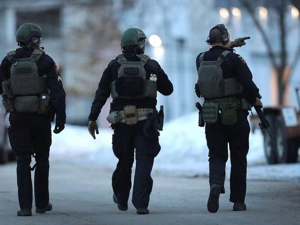 Video Pria Bersenjata di Illinois Tewaskan 5 Orang