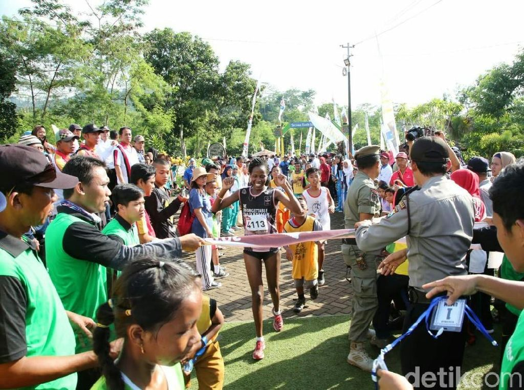 Duo Kenya Juarai Lari 10K Chocolate Glenmore Run Banyuwangi