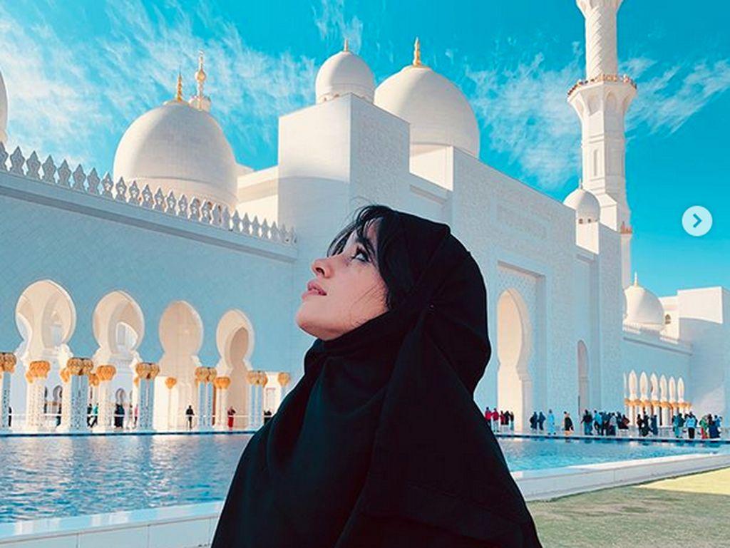 Masjid Sheikh Zayed Abu Dhabi, Dikunjungi Camila Cabello Hingga Jokowi
