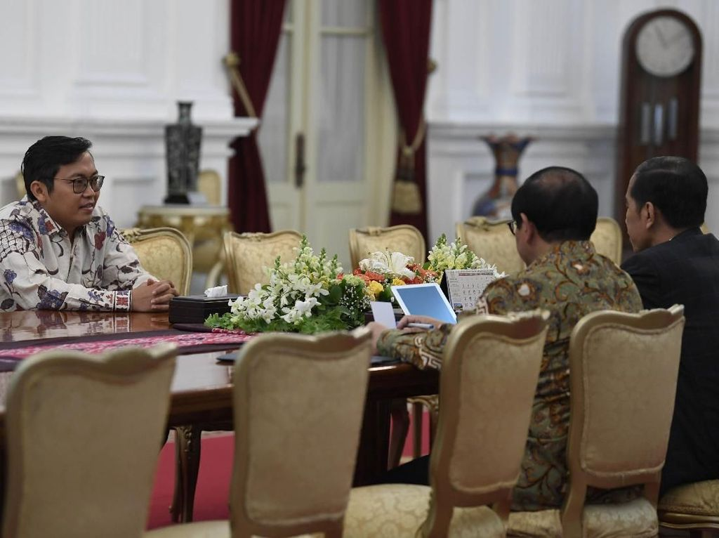 Video CEO Bukalapak Achmad Zaky Temui Jokowi di Istana