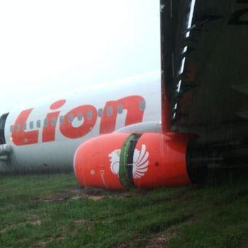 Pesawat Lion Tergelincir Hasil Foto Amatir