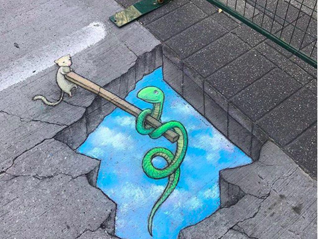 Keren! Bermodal Kapur Ciptakan Karya Street Art 3D