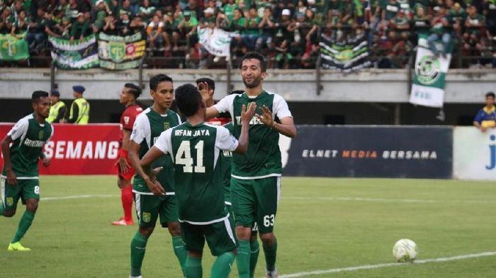 Persebaya Surabaya menyebut jadwal Liga 1 2019 tak manusiasi. (Deny Prastyo Utomo/detikSport)