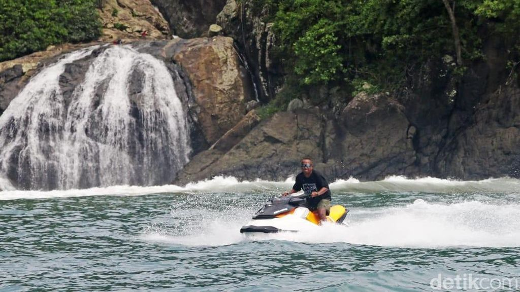 Foto: Malang Punya Surfcamp Keren di Pantai Wedi Awu