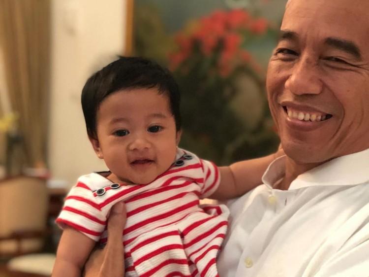 Jelang Debat, Kahiyang Unggah Foto Jokowi Momong Sedah Mirah